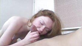 Luksustalon omistaja ilmaista mature pornoa leikkii uima-altaalla