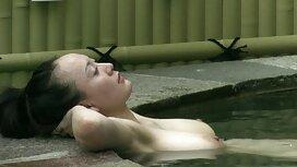 Vaimo Sylvia Chrystall sormeili ja otti hellästi miestään suomipornoo vessassa istuen.