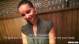 Vaalea Marsha may gay pornoa antaa tyttöystävälleen hieronnan.