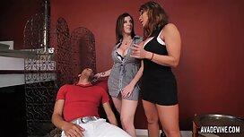 Milf tissi sex työntekijät palvelevat univormussa nuorille omistajille pillussa
