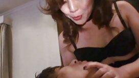 Nuori hieronta se lähettää hänet turkis eroottista pornoa asiakkaiden pöydälle.