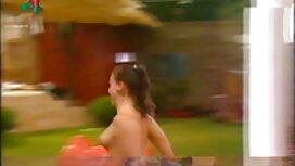 ÄITI, milf, suomalaisia pornovideoita lyhyet hiukset, ajeltu, korsetti, leikkaus sormet lattialla