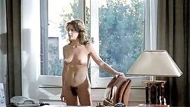 Isorintainen tyttö sohvalla. ilmaiset pornoelokuvat