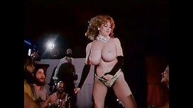 Johnny Dinsin Vaimo riisui pornoa video Dinsin autotallissa.