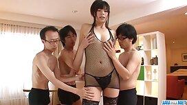 Tyttö sensuelli porno pukukopissa antoi sen valmentajalle.